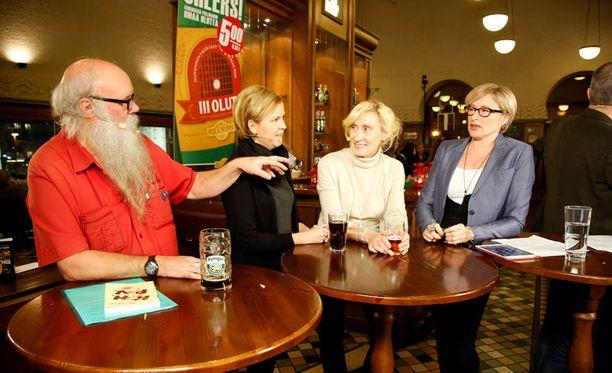Kohtuullisen Hutikan Pyhän Veljeskunnan puheenjohtajan Timo Pakkanen pitää alkoholinkäyttöä yksityisasiana.