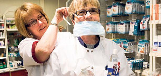 Tampereen Ensimmäinen apteekki myi keskiviikkona kaikki hengityssuojaimet loppuun.
