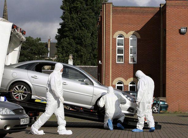 Poliisin erikoisryhmä siirsi räjäytetyn auton pois Glasgow'n keskustassa.