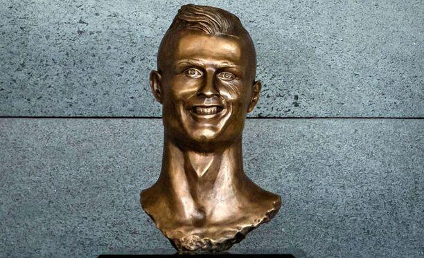 Tältä Cristiano Ronaldosta tehty patsa näyttää.