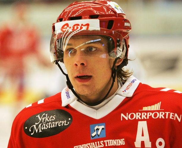 Riku Hahl pelaa ammatikseen Ruotsissa.