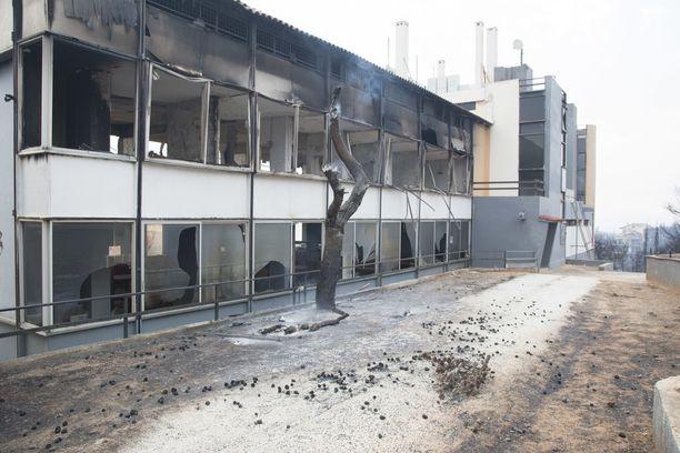 Paloissa on tuhoutunut kymmeniä rakennuksia.