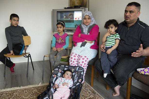 Irakilaisperhettä kehotetaan palaamaan vapaaehtoisesti kotimaahansa. Viranomaisen toimeenpanema maasta poistaminen ei ole heidän tapauksessaan mahdollinen puuttuvien henkilöllisyystodistusten vuoksi.