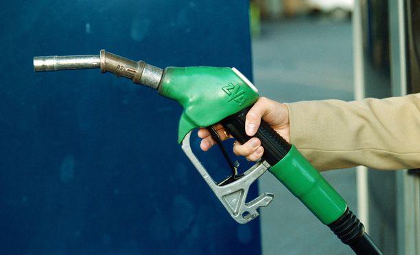 Esimerkiksi bensiinissä käytetty tappava ja saastuttava raskasmetalli lyijy olisi voitu alusta alkaen korvata alkoholilla, mutta toisin kävi.