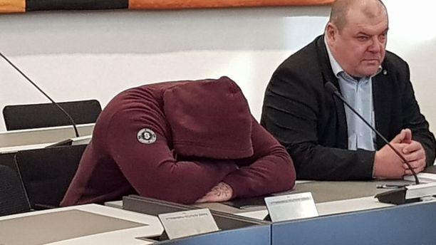 25-vuotias syytetty väittää lyöneensä Milla Arosta yhden kerran niin, että uhri kuoli. Hän kiistää tappamistarkoituksen.