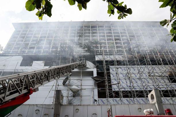 21-kerroksinen hotelli kärsi mittavia tuhoja.