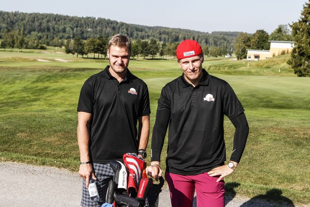 Aleksander Barkov ja Patrik Laine keräsivät rahaa hyväntekeväisyyteen.
