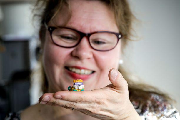 Krisse Karima on intohimoinen Kinder-lelujen keräilijä. Kinder-munien suklaasta hän ei välitä.