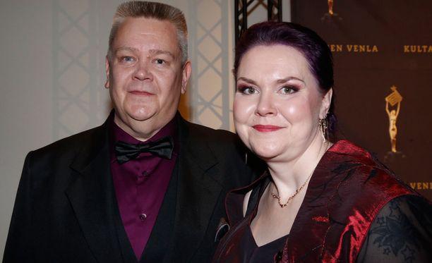 Heli Palsanmäki kiittää sairaalahenkilökuntaa.