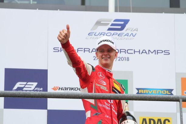 """""""Hän tekee sen kuin isänsä"""", kirjoitti Bild nuoren Schumacherin voitosta."""