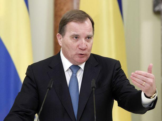 Löfven kutsui sosiaalidemokraatit viime yönä kriisikokoukseen, joka tuskin auttaa miestä takaisin pääministerin pallille.