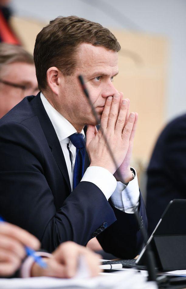 Kokoomuksen puheenjohtaja Petteri Orpo kehotti kokoomuslaisia ottamaan Tukholman murhenäytelmän huomioon kuntavaalikampanjoinnissa ja käyttäytymään hillitysti.