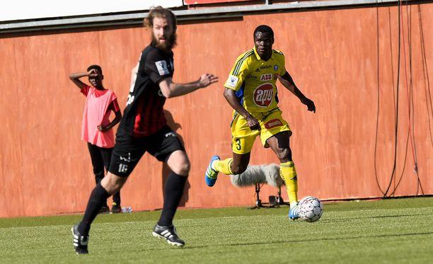 HJK:n Taye Taiwo (takana) ratkaisi pääkaupunkiseudun derbyn.