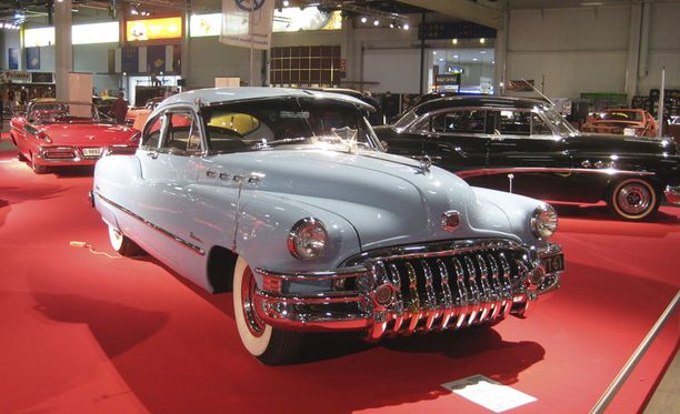 Vuosimallin 1950 Buick edustaa kromihymyn kulta-aikaa.