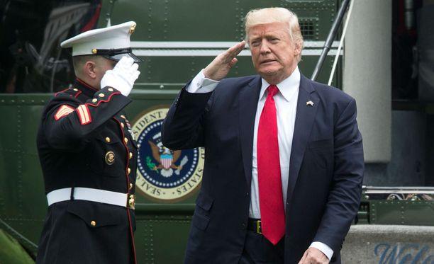 Trump tiedotti tiukennuksista Yhdysvaltain Kuuba-linjaan perjantaina.