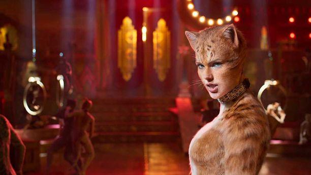 Elokuvassa ihmiset näyttelevät kissoja.