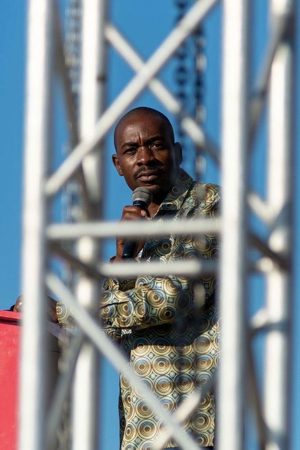 Nelson Chamisa, 40, sai roimasti ääniä mutta virallisissa tuloksissa voittaja Emmerson Mnangagwa keräsi 50,8 prosenttia, joka riittää siihen, ettei toista kierrosta järjestetä.