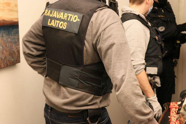 Rajavartiolaitos epäilee, että Suomeen on tuotu ja yritetty tuoda sellaisia henkilöitä, joiden maahantulo on tapahtunut laittomin keinoin. Kuvituskuva.