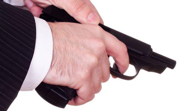 Huolimaton aseenkäsittely kävi yhdysvaltalaismiehelle kalliiksi.