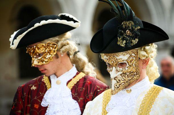 Jos Venetsian karnevaali kiinnostaa, kannattaa hotelli varata hyvissä ajoin. Kysyntä on kovaa.
