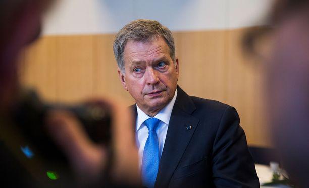 Presidentti Sauli Niinistö pyrkii ehdolle presidentinvaaleissa valitsijayhsityksen kautta. Kannattajakortteja kerätään vielä elokuussa.