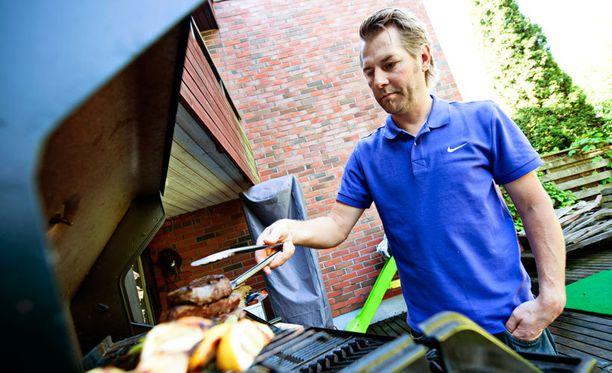 Harri Syrjäsen opeilla pihvin valmistus onnistuu.