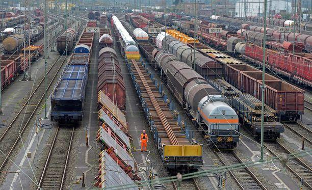 Saksan junaliikenne uhkaa seisahtua lakon vuoksi.