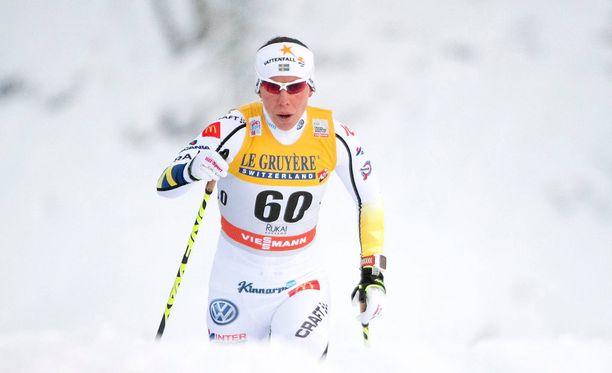 Charlotte Kalla romahti Rukan kisoissa.