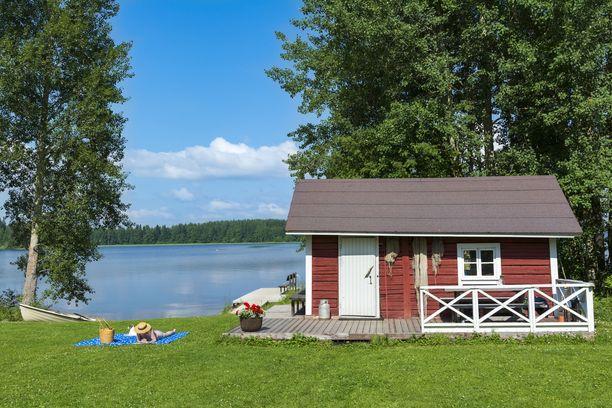 Tilastokeskuksen mukaan kesämökkien keskikoko on 49 neliötä ja omistajien keski-ikä 63 vuotta.