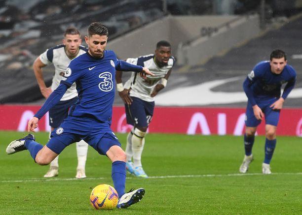 Jorginhon pilkku takasi Chelsealle 1–0-vierasvoiton Tottenham Hotspur Stadiumilla.