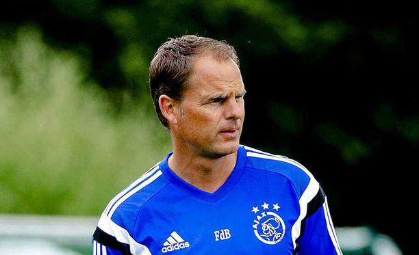 Ron Vlaarin valinta ensimmäiseksi rangaistuspotkun antajaksi ei miellyttänyt Frank de Boeria.