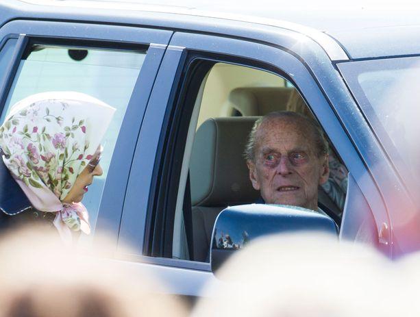 Antaako kuningatar Elisabet vielä puolisonsa istua ratin taakse?