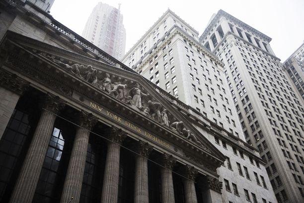 Pörssikurssit sukeltavat koronaviruksen takia. Kuvassa New Yorkin pörssi.