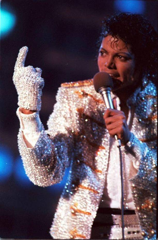 Thriller-albumi rikkoi myyntiennätykset. Sen kautta Jacksonista leivottiin popin kuningas.