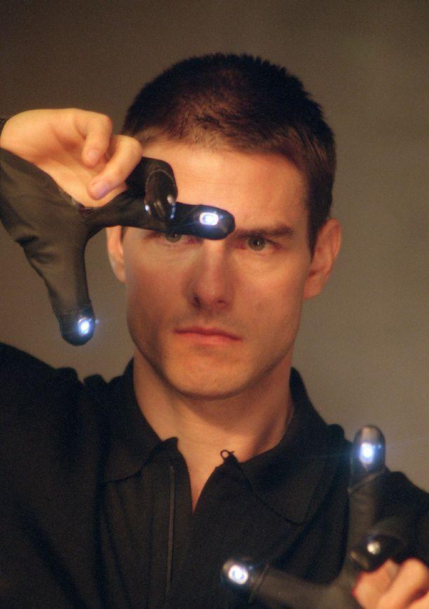 Tom Cruise oli mukana Minority Report -elokuvassa, jossa rikollisia jahdattiin telepatian avulla.