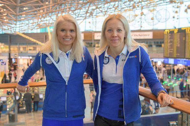 Mari Eder (vas.) ja Kaisa Mäkäräinen ovat monivuotisia maajoukkuekavereita.