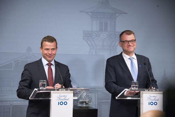 Kokoomuksen puheenjohtaja Petteri Orpo (vas.) on suositumpi seuraavaksi pääministeriksi kuin nykyinen pääministeri, keskustan Juha Sipilä (oik.).