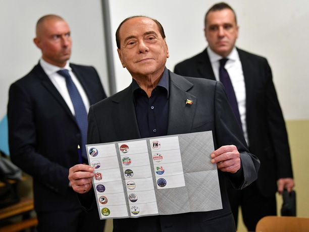 Silvio Berlusconi palaa Brysseliin.