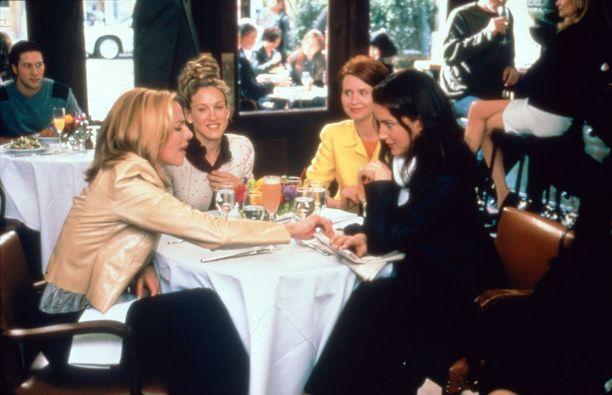 Sarja jatkui kahdella elokuvalla. Pääosissa nähtiin tuttuun tapaan Sarah Jessica Parker, Kim Cattrall, Kristin Davis ja Cynthia Nixon.