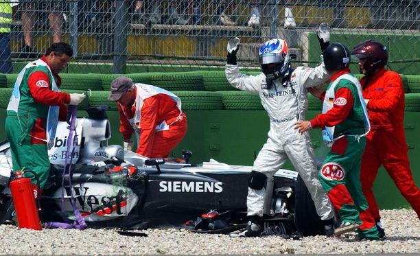 Kimi Räikkönen päätyi soralle jahdatessaan Michael Schumacheria Hockenheimissa 2004.