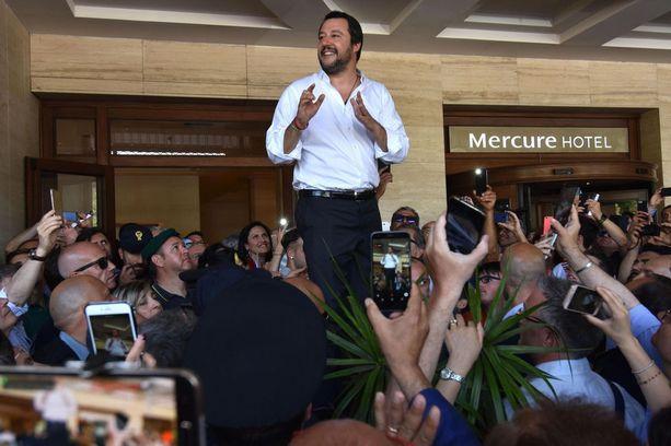 Italian uusi sisäministeri Matteo Salvini ei pääse keskustelemaan Dublin-säännöstä kollegoidensa kanssa, mutta hän lähetti sunnuntaina Brysseliin mielipiteensä selväsanaisesti.