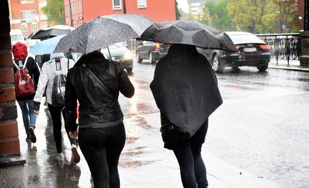 Tiistai on hyvin sateinen päivä koko maassa.