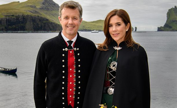 Frederik jättää Suomen-vierailun vaimonsa harteille.