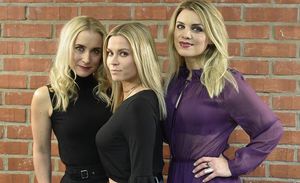 Vasemmalta oikealle, Nora Rinne (Camilla), Tiia Elg (Eva) ja Irina Vartia (Monica).