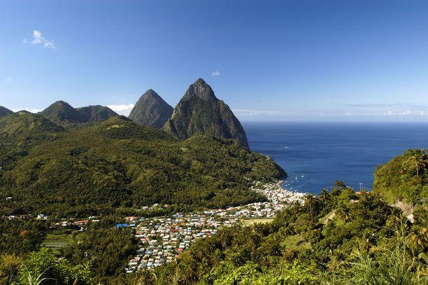 Saint Lucia on suosittu häämatkakohde Karibialla.