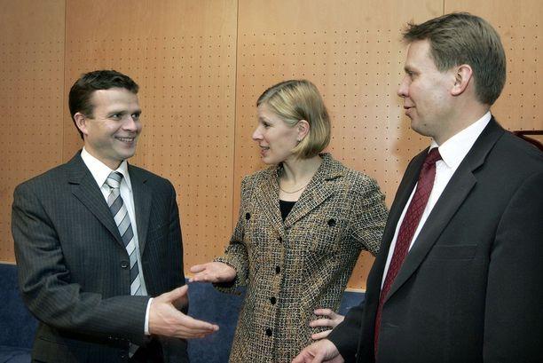 Matikainen-Kallström toimi kokoomuksen kansanedustajana vuosina 2004-2015. Vuodelta 2008 olevassa kuvassa kokoomuksen kansanedustajat Petteri Orpo, Marjo Matikainen-Kallström ja Harri Jaskari.