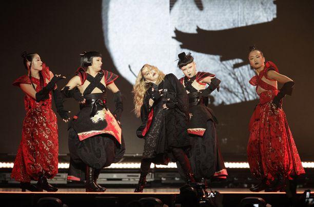 Madonna esiintyi keskiviikkona Kölnissä.