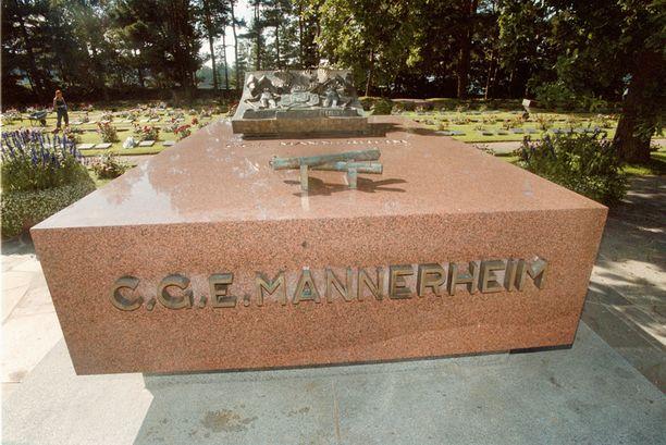Mannerheimin hauta sijaitsee Helsingin Hietaniemen hautausmaalla.