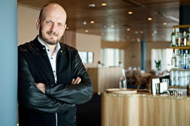 Hans Välimäki vetoaa asiakkaisiinsa tuoreessa somepostauksessaan.