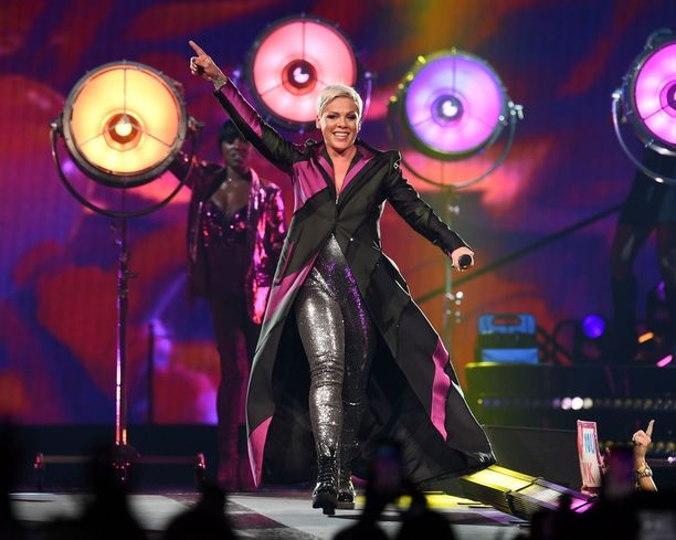 Pinkin Beautiful Trauma -kiertueen on ollut alkujaan määrä jatkua elokuun 26. päivään saakka.